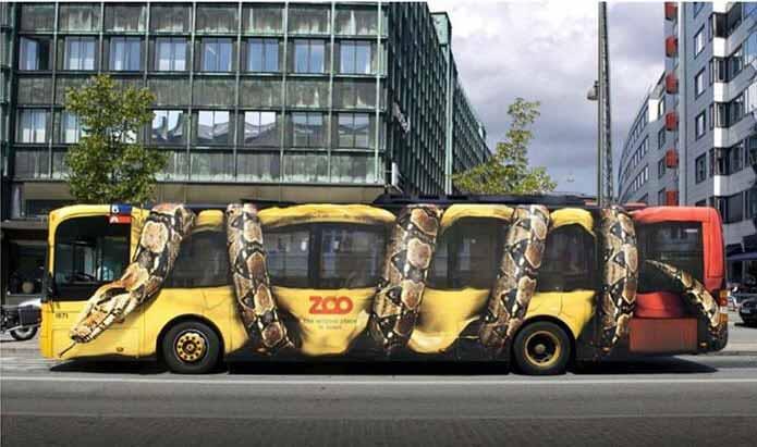 مثالی از تبلیغات چریکی با طرح باغ وحش روی اتوبوس
